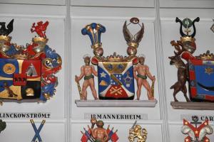22 Mannerheim -suvun vaakuna