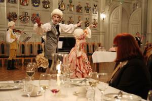 30 Kapsakki viihdytti illallistarjoilujen lomassa upealla Spagettioopperalla